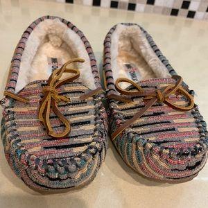 Women's Minnetonka slippers size 7